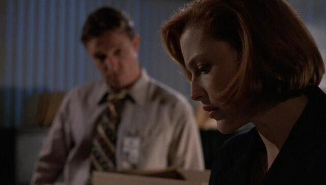 File:Detective John Kresge Dana Scully Christmas Carol.jpg
