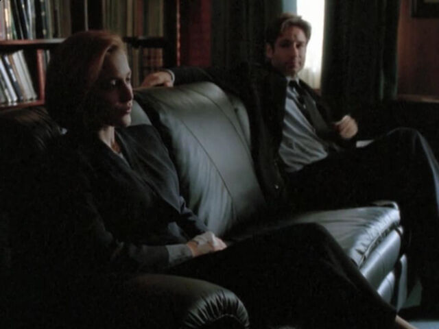 File:Scully Mulder Office Werber Hypnosis.jpg