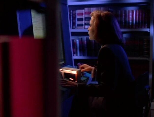 File:Dana Scully in FBI Library.jpg