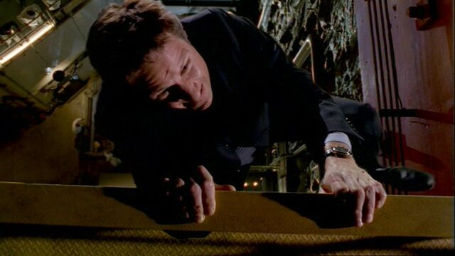 File:Fox Mulder hangs from a gantry, following the 'death' of Knowle Rohrer (The Truth).jpg