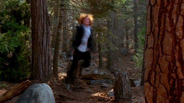 File:Dana Scully is shaken by UFO.jpg