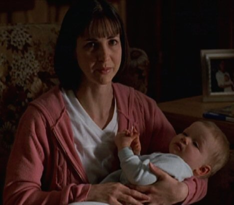 File:Theresa Hoese with baby.jpg