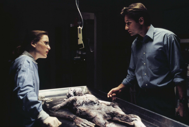 File:Scully Mulder Ray Soames Autopsy The X-Files Pilot.png