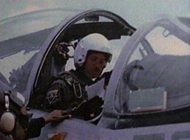 File:Alvin Kersh flying.jpg