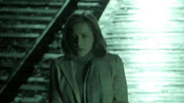 File:Dana Scully awaits Fox Mulder.jpg