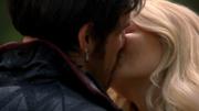 5x07 Hook Emma kiss