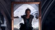 2x02 Cora in mirror