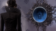 1x07 Regina Mirror