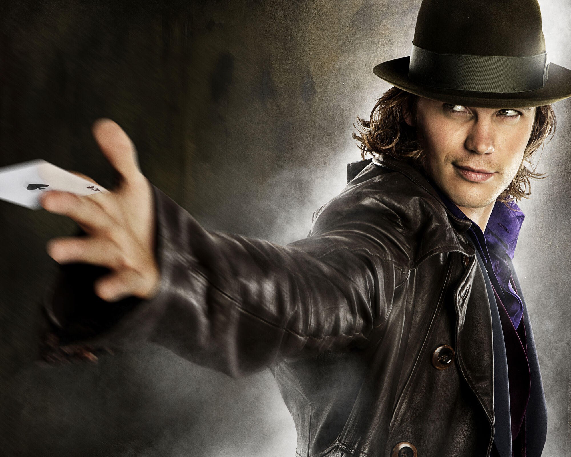 Taylor Kitsch playing as Gambit in X-Men Wolverine