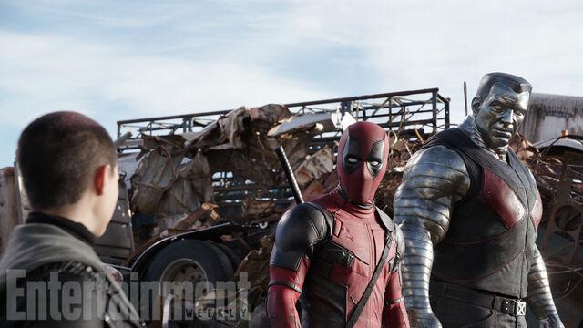Soubor:NTW Deadpool Colossus EW.jpg