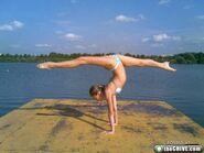 A-girls-doing-splits-19