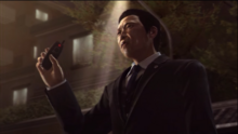 Aoyama holds the rig remote front of Kiryu