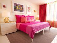 DP Avram-Rusu-pink-master-bedroom s4x3.jpg.rend.hgtvcom.1280.960