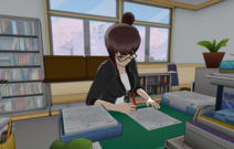 Кахо работает с документами
