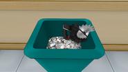 Циркулярная пила в мусорном баке