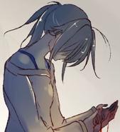 Ayano z zakrwawionymi dłoniami