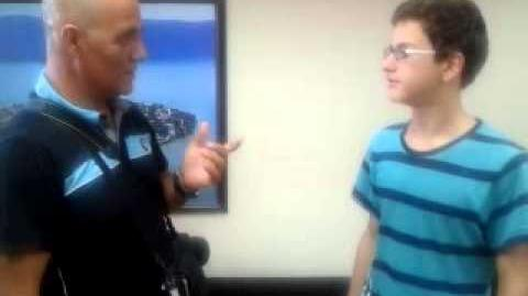 Halit Ziya Kartal'dan boksör olur mu? video-2012-07-30-16-08-35