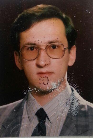 Eyup sabri kartal 1988 icisleri bakanliginda goreve baslarken vesikalik
