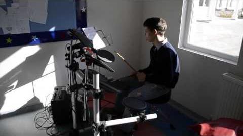 Otizmli Genç Bateri Çalıyor - Ankara Beyaz Koza Özel Eğitim Merkezi (Müzik ve Otizm)