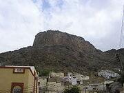 Muhammed peygamberliğinden önce Nur Dağındaki Hira Mağarasına çekilerek Mekke'den uzaklaşırdı.