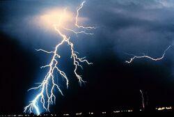 Yıldırımın, elektrik yükünün atmosferden yeryüzüne aktarılmasıdır.