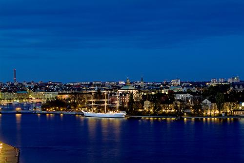 File:Estocolmo de noche .jpg