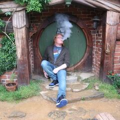 Duncan's current Twitter avatar of him having a cheeky vape.