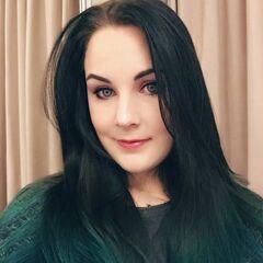 Nina's former Twitter avatar.