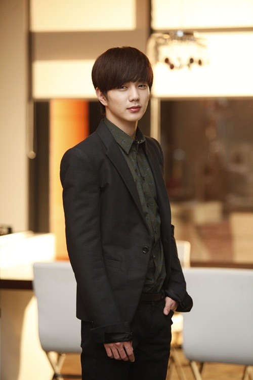 Imagen - 45849-i-miss-you-yoo-seung-ho-enlists-for-active-duty-early ...