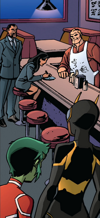 File:Bumblebee and Beast Boy keep watch.png
