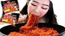 SUPER SPICY KOREAN NOODLE RAMEN CHALLENGE!!