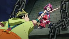 Arc V 03 Yuzu holding Futoshi