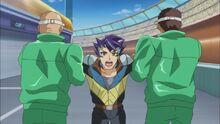 Shinji es llevado a la instalación subterránea