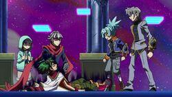 Yuya siendo ayudado por sus amigos
