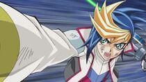Yugo atacando a Yuri