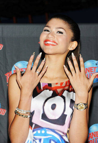 File:ZENDAYA-COLEMAN-at-Planet-Hollywood-Times-Square-in-New-York-6.jpg
