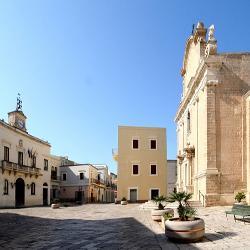 Novoli, Municipio e chiesa di sant'andrea