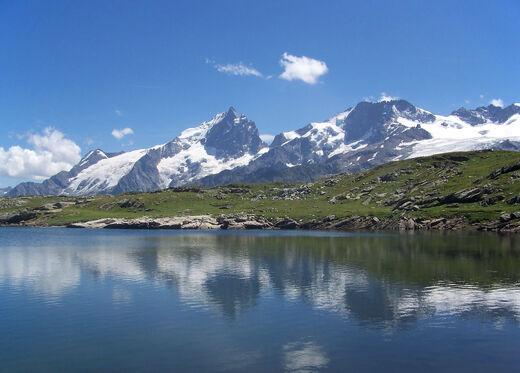 Emparis- massif de la Meije depuis le lac Noir