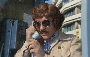 Милославский разговаривает по телефону