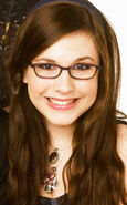 Erin Sanders as Quinn Pensky in Zoey 101