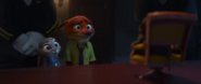Nick i Judy patrzą na pana Be